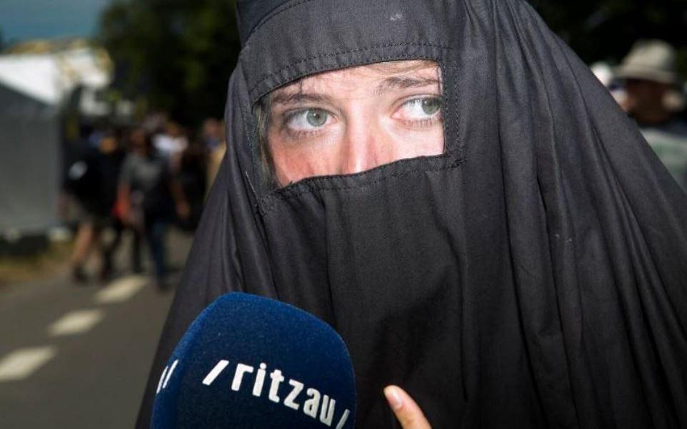 Burka_happening_billede1